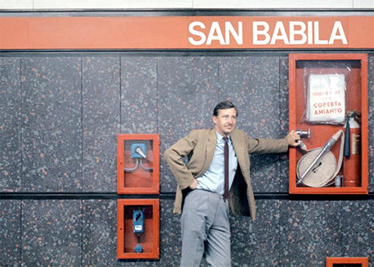 Bob Noorda nel 1964 nella Metropolitana 1 di Milano